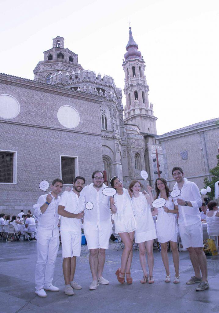 Cena en blanco de zaragoza 2015 plaza san bruno increíble pero cierzo