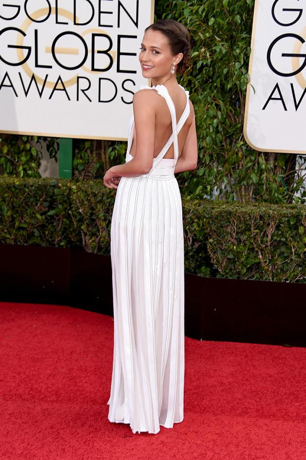 Alicia Vikander de Louis Vuitton en la alfombra roja de los Globos de Oro 2016