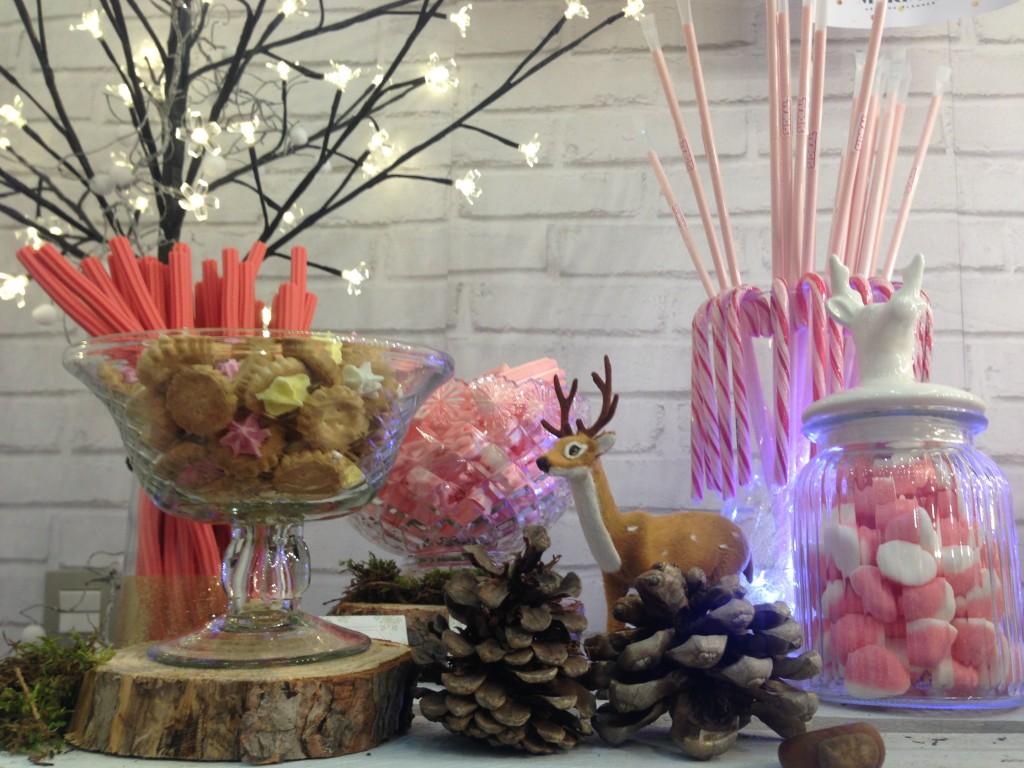 Mesa dulce de Mariage Wedding Planner para el 15 Aniversario de atrezzo peluqueria zaragoza en diciembre de 2015. Increible pero cierzo