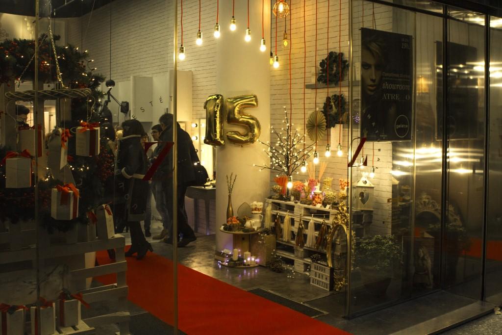 Decoracion y mesa dulce de Mariage Wedding Planner Zaragoza para el 15 Aniversario de Atrezzo Peluqueria en el blog de moda Increible pero cierzo