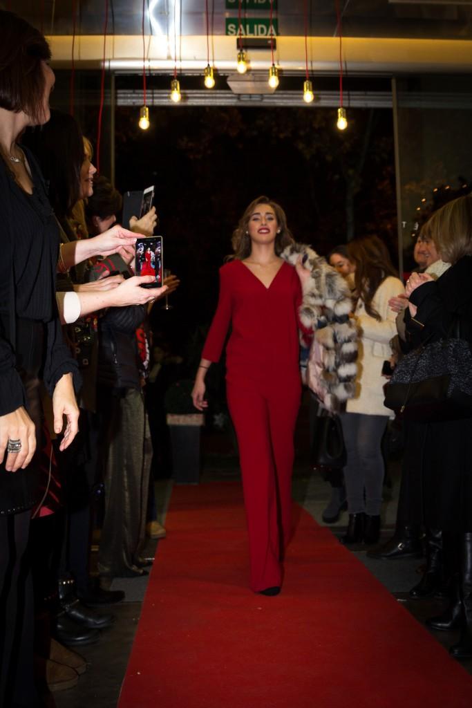 Natalia Guillen en el desfile de moda de Galleta Boutique en Atrezzo Peluqueria. Blog de moda y eventos de Zaragoza Increible pero cierzo. Fotos Kinojam