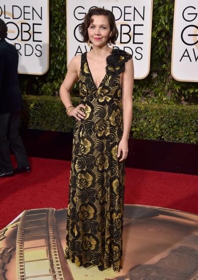 Maggie Gyllenhaal de las peor vestidas con vestido estampado de marc jacobs en la gala de los globos de oro 2016 segun el blog de moda increible pero cierzo