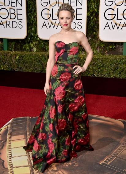 Rachel McAdamas de las peor vestidas en la alfombra roja de los globos de oro 2016 con su vestido de rosas de lanvin segun el blog increible pero cierzo de laguiago.com