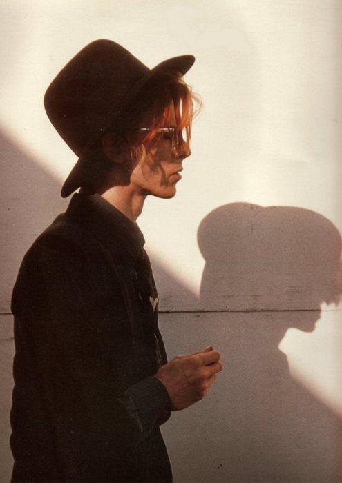 David Bowie fuente de inspiracion en la moda, creador de tendencias, camaleon por increible pero cierzo y laguiago.com