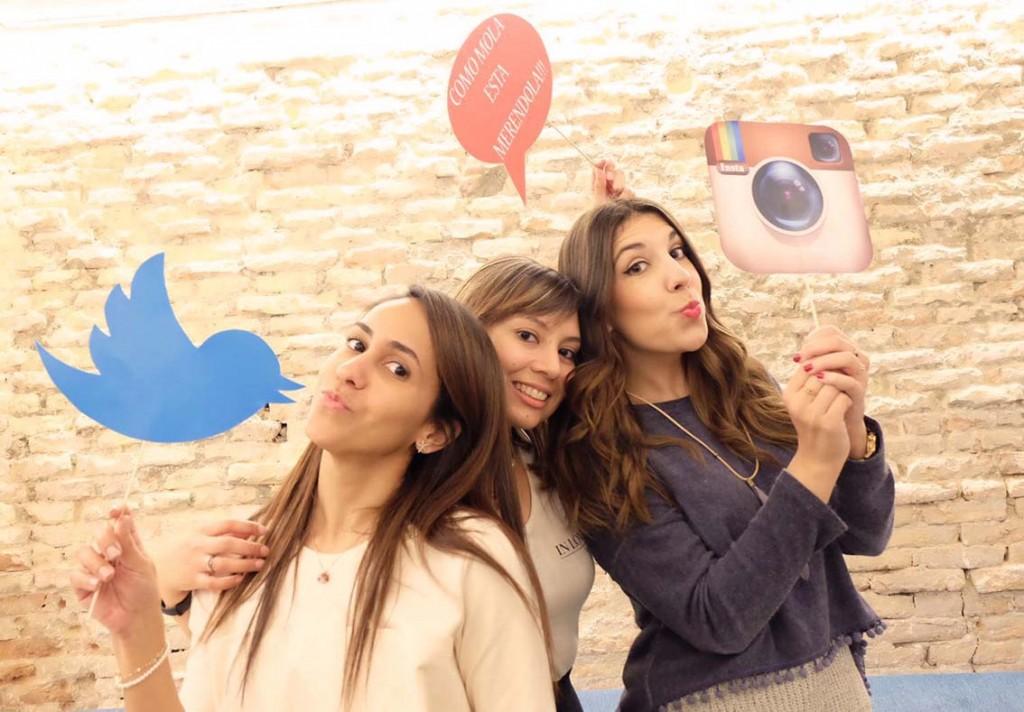 Las bloggers Migue de A Hungry, Uxia de Nice Moments y Andrea de Increible pero cierzo en el Club de las meriendas molonas de Zaragoza en Sofood.
