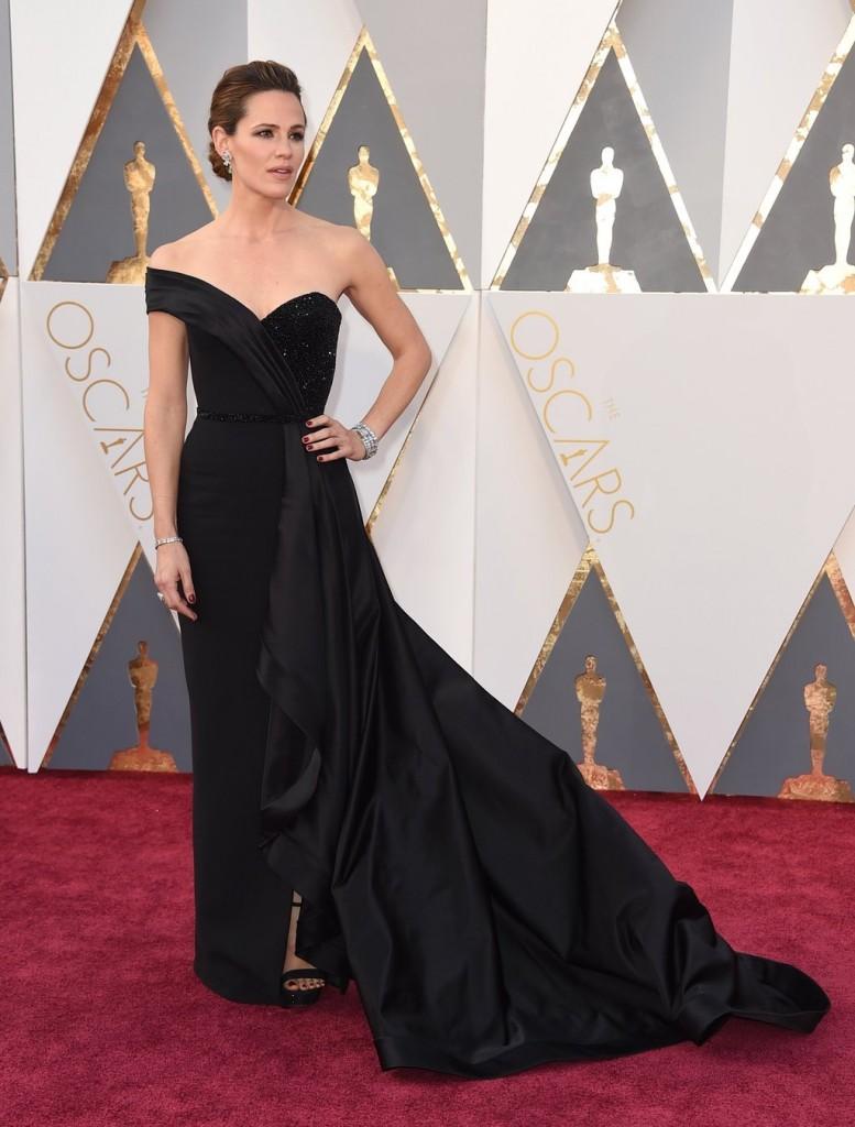 Jennifer Garner de las mejor vestidas en los oscars 2016 por el blog de moda increíble pero cierzo laguiago