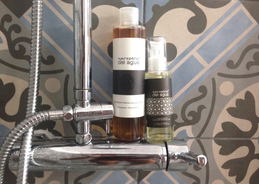 Secretos del agua linea restauradora y nutrientes de limpiadores, serums y acondicionadores. Belleza y cuidado del pelo en el blog de moda increíble pero cierzo Zaragoza.