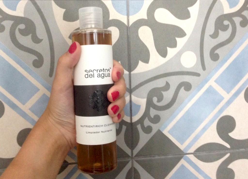 Secretos del agua limpiador nutrición para el cabello. Belleza y cuidado del pelo en el blog de moda increíble pero cierzo Zaragoza.