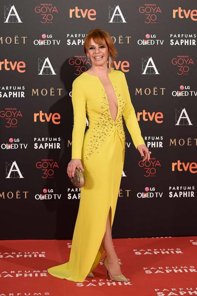 maria adanez con vestido amarillo en la alfombra roja de los goya entre las peor vestidas según el blog de moda increíble pero cierzo