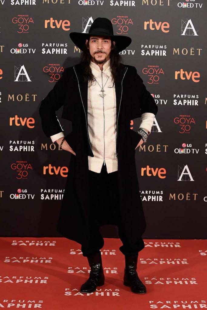 Oscar Jaenada entre los peor vestidos de los goya 2016 según el blog de moda increíble pero cierzo