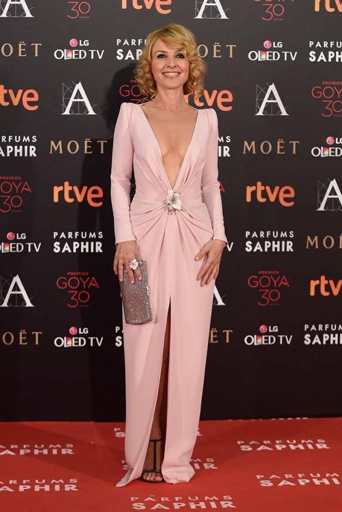 cayetana guillen cuervo entre las peor vestidas de la alfombra roja de los premios goya 2016 egun el blog de moda increíble pero cierzo de laguiago.com
