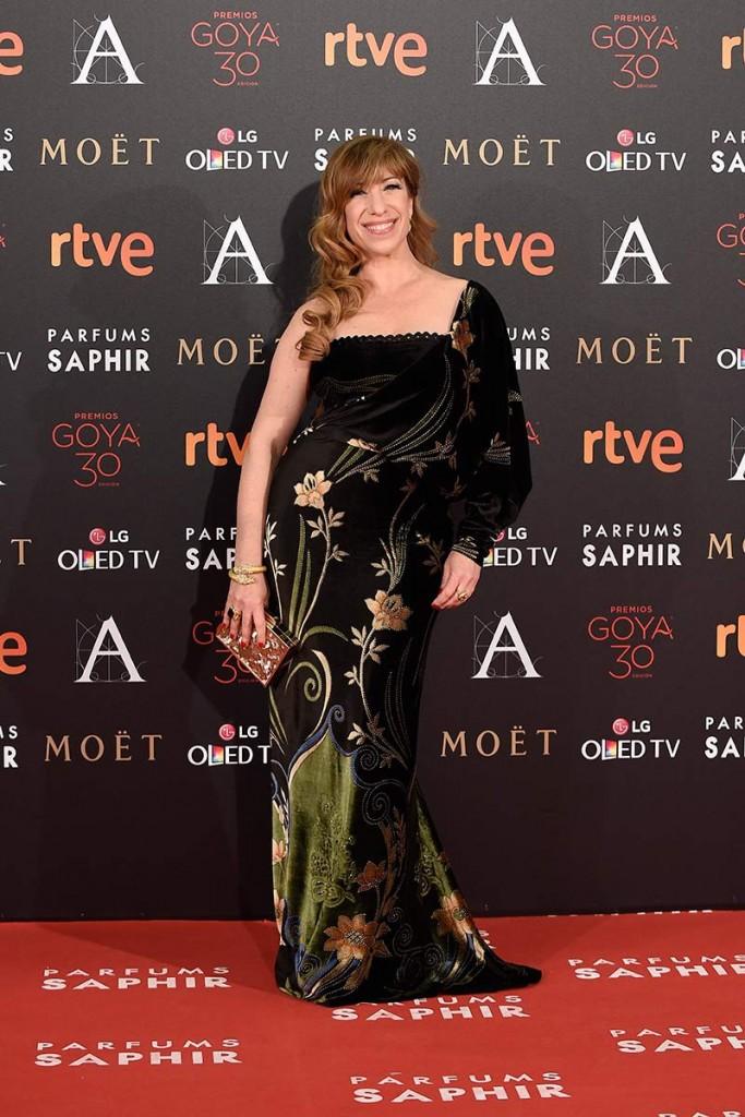 natalie reseña con un diseño vintage de Chordá Couture entre las peor vestidas de la alfombra roja de los goya 2016 en el blog de moda increíble pero cierzo