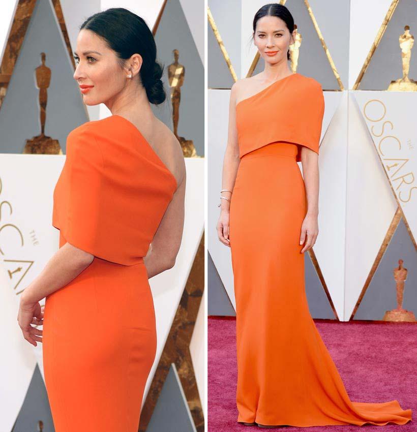 Olivia Munn, con diseño en tono naranja con un hombro descubierto, de Stella McCartney en la alfombra roja de los oscars 2016. Blog de moda increíble pero cierzo de laguiago.com