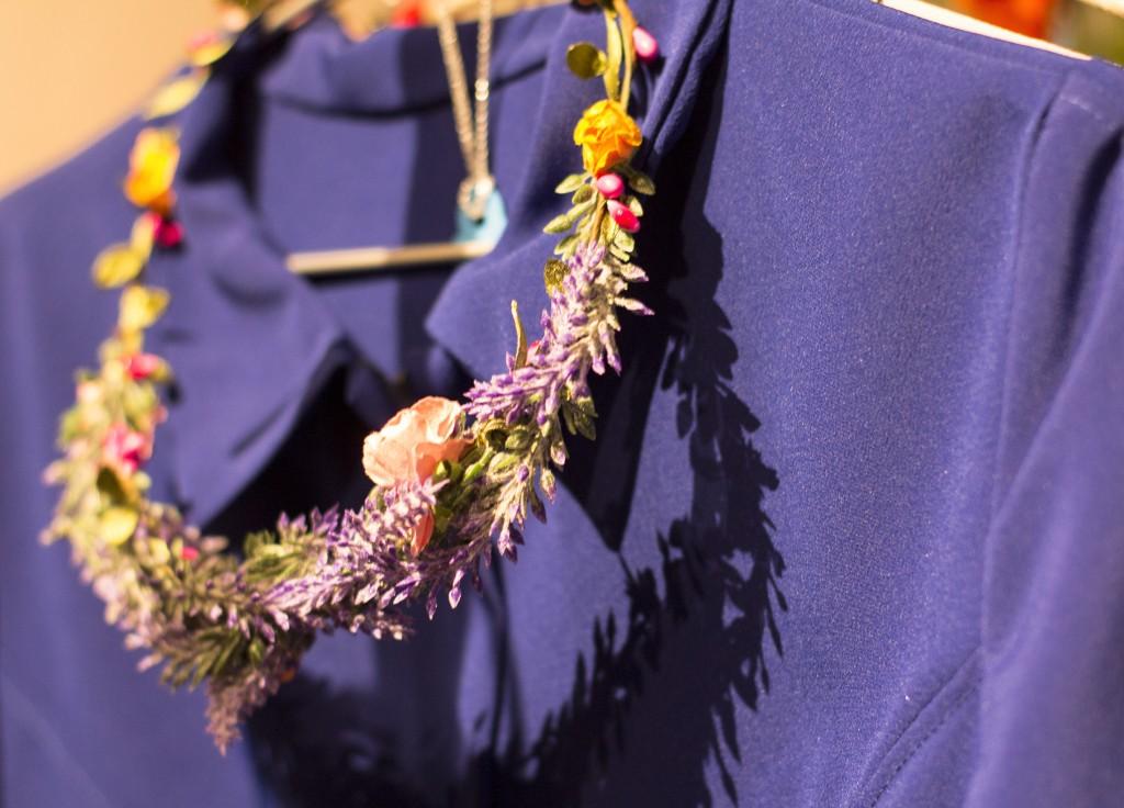 Corona de flores y colección de fiesta de Hay Tormenta en Zaragoza. Blog de moda increible pero cierzo