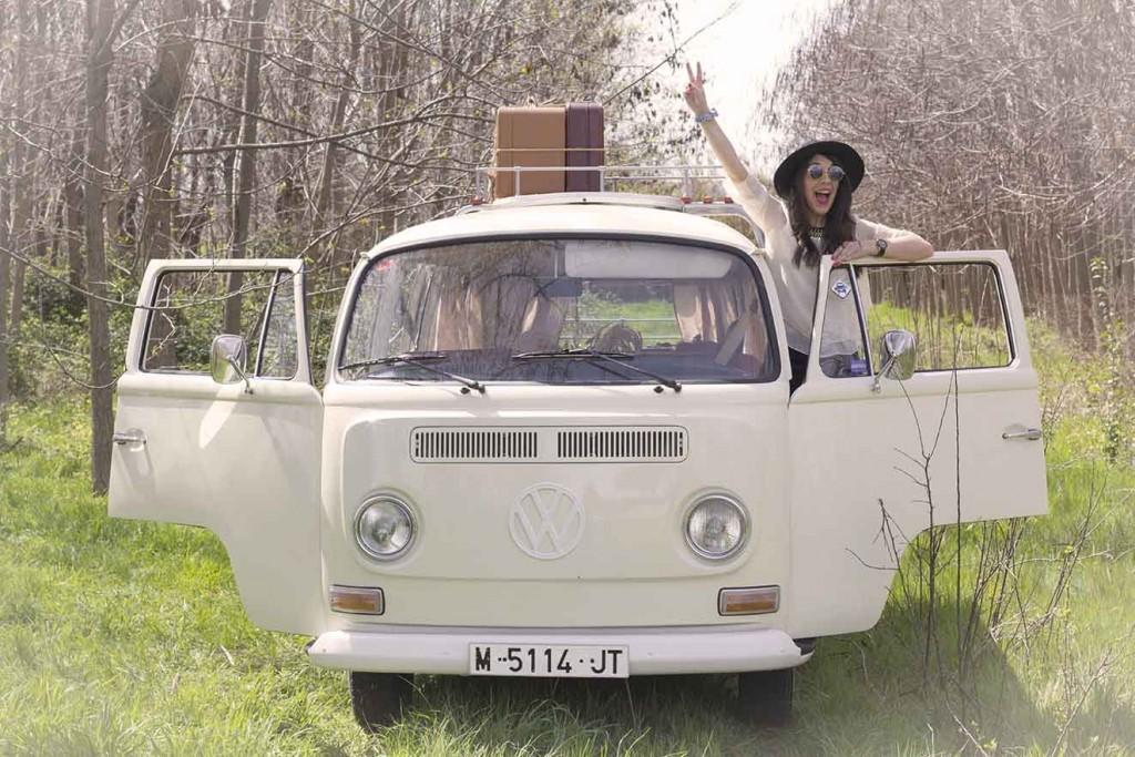Sesión de fotos con la furgoneta hippie Volkswagen T1 de 1970 eventos Zaragoza en el blog increible pero cierzo de laguiago