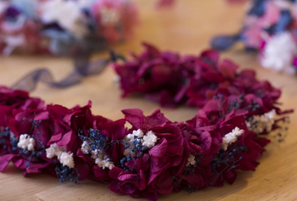 Corona de flores preservadas de The Frogs Kiss en la Qdada Molona. Blog de moda y lifestyle Increible pero cierzo