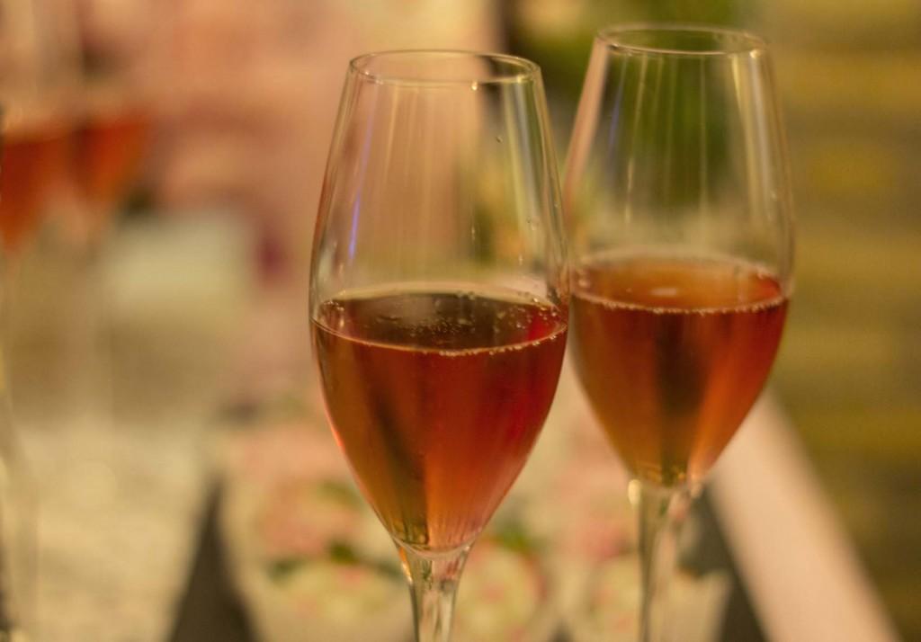 Champagne y fresas en Montal Gourmet Zaragoza con Anna de Codorniu y Kachonwaa y un grupo de bloggers d Zaragoza. Fotos increíble pero cierzo laguiago.com