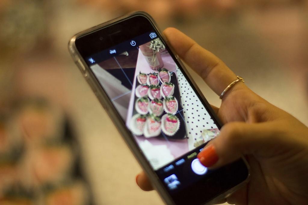 Las burbujas de Montal. Champagne y fresas con chocolate en Montal Gourmet Zaragoza con Anna de Codorniu y Kachonwaa y un grupo de bloggers Zaragoza. Fotos increíble pero cierzo laguiago.com