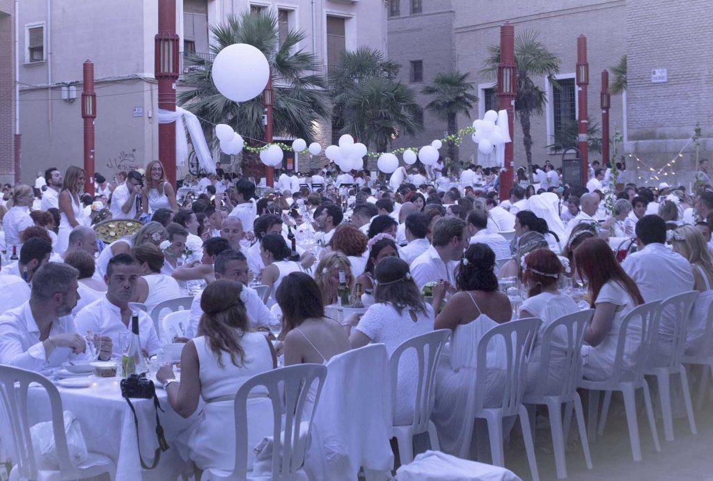 Cena en blanco de Zaragoza Plaza San Bruno 2015 Zaragoza blog lifestyle increíble pero cierzo