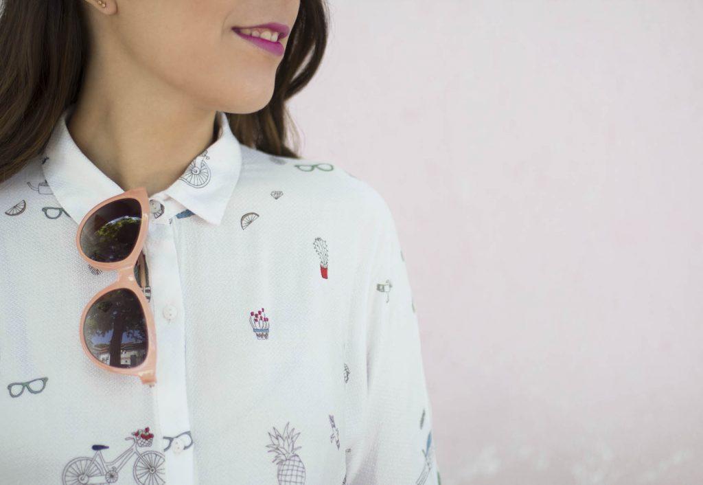 Moda naif con camisa de Zara con dibujos en el blog de moda increible pero cierzo.