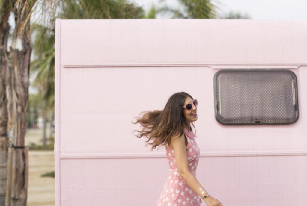 Camping miramar con caravanas vintage en Mont Roig Tarragona por el blog de lifestyle increible pero cierzo