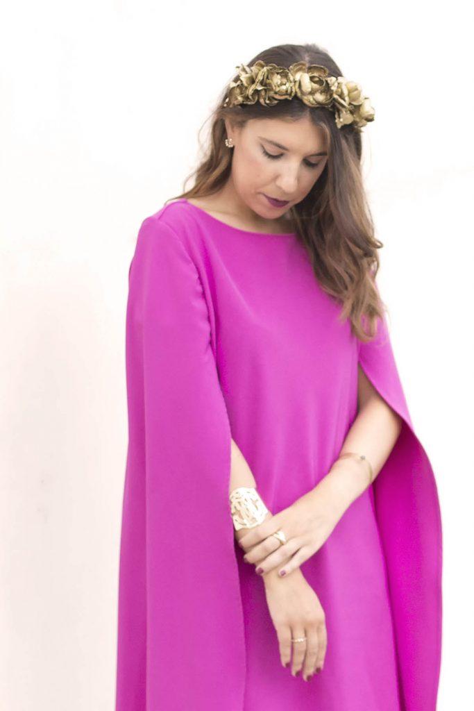 Look de boda en el extranjero. Alquiler de vestido de Cousin Bliss y corona de flores de Sisters Tocados en La Mas Mona para el blog de moda increíble pero cierzo