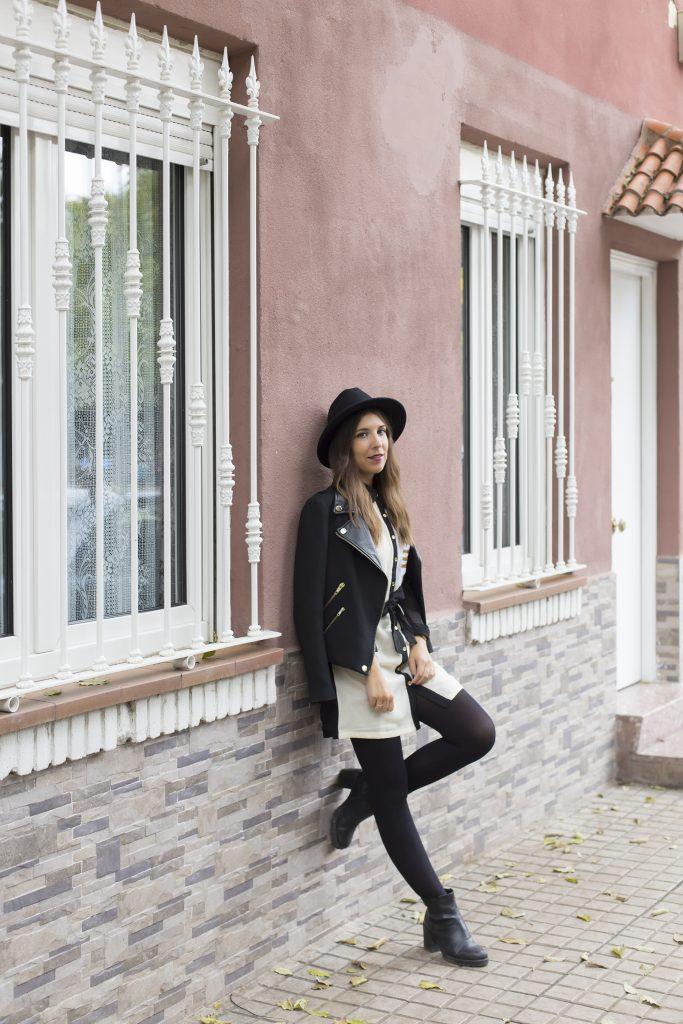 Vestido blanco & negro de Almatrichi con biker y sombrero en el blog de moda increíble pero cierzoVestido blanco & negro de Almatrichi con biker y sombrero en el blog de moda increíble pero cierzo