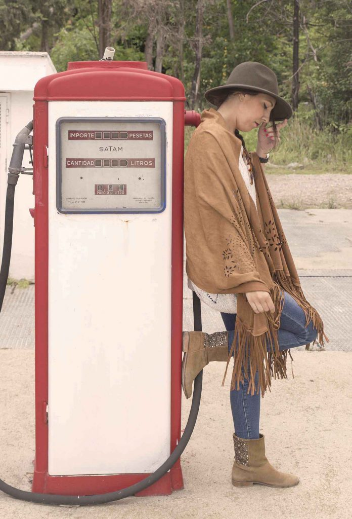 gasolinera retro zaragoza. sweet home alabama look boho chic en el blog de moda incredible pero cierzo