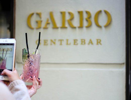 Las influencers de Zaragoza Carmen de Saborea con los Ojos, Andrea de Increíble pero cierzo, Carmen de Mua Carmen y Migue de A Hungry Blog en Garbo Gentlebar.