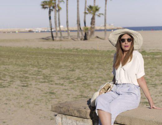 Conjunto de Primeriti. Camisa de Kookai y pantalón vaquero de Pepe Jeans de Primeriti El Corte Ingles. Look tarde de playa. Increíble pero cierzo